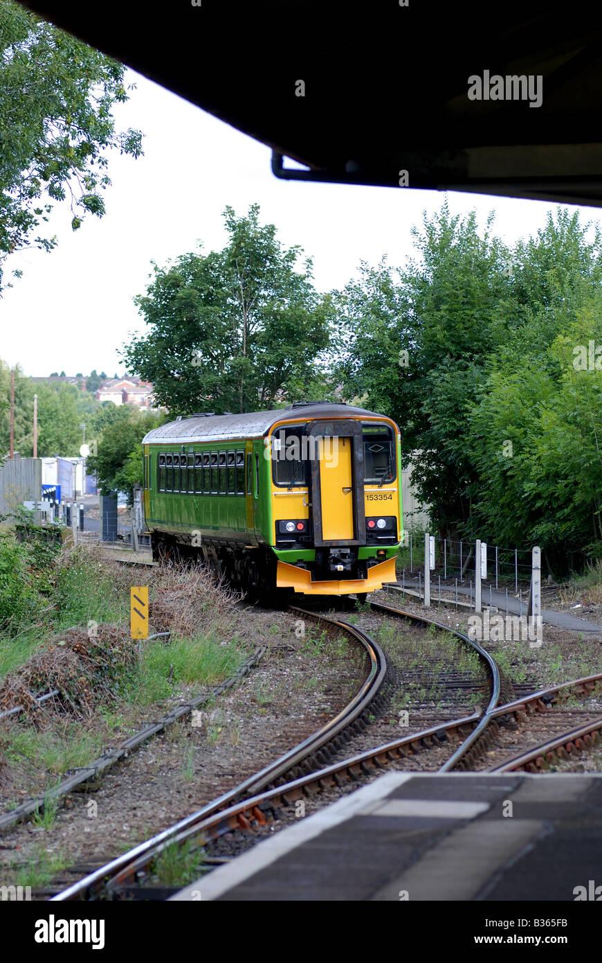 Train leaving Stourbridge Junction station for Stourbridge Town, West Midlands, England, UK - Stock Image