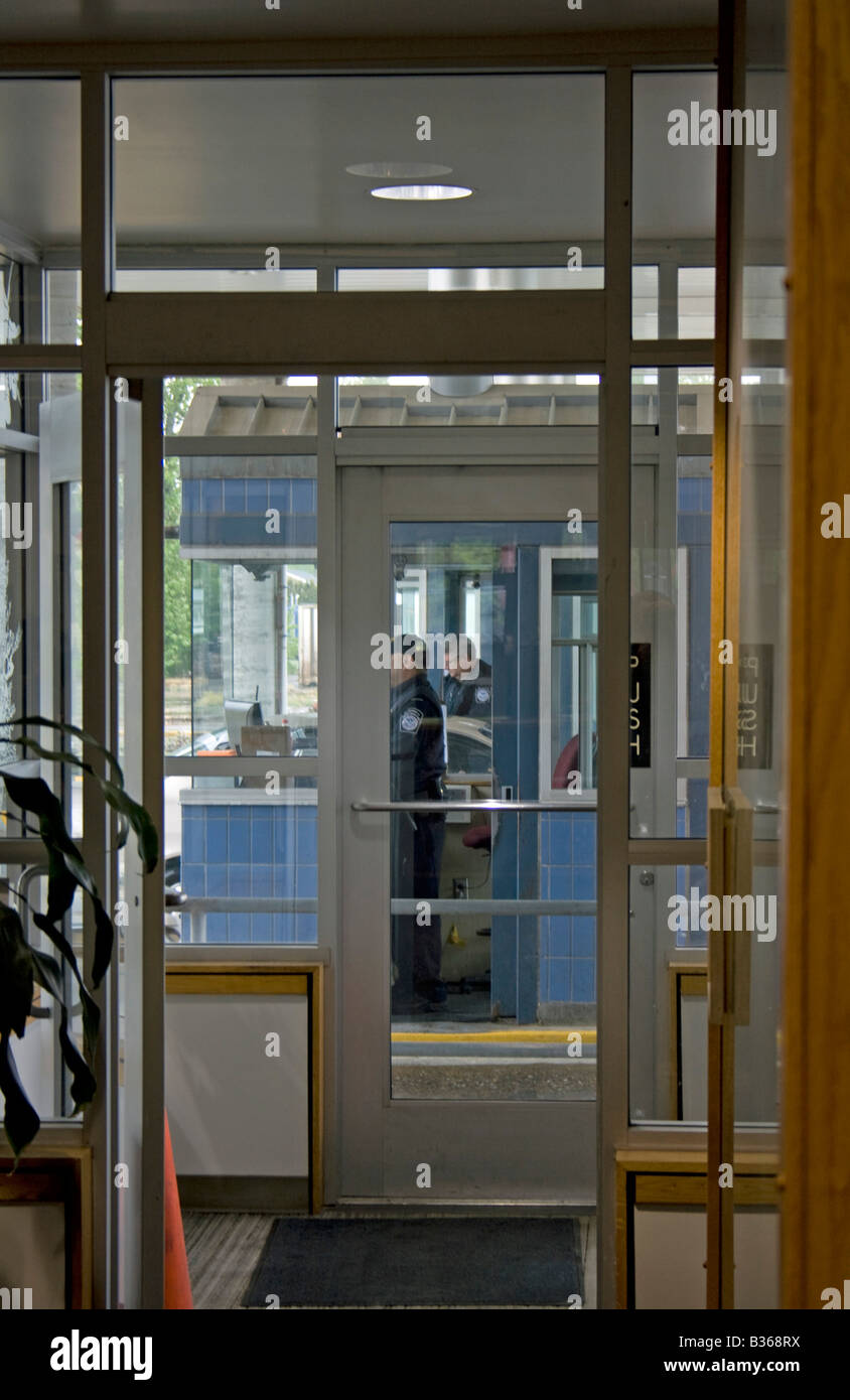 Border Officer questions and or inspects a commercial entrant into the US Port Of Entry Sumas Washington. - Stock Image