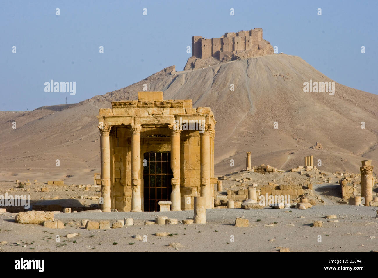 Roman Temple of Baal-Shamin and Arab Castle Qalaat Ibn Maan in Palmyra Syria - Stock Image