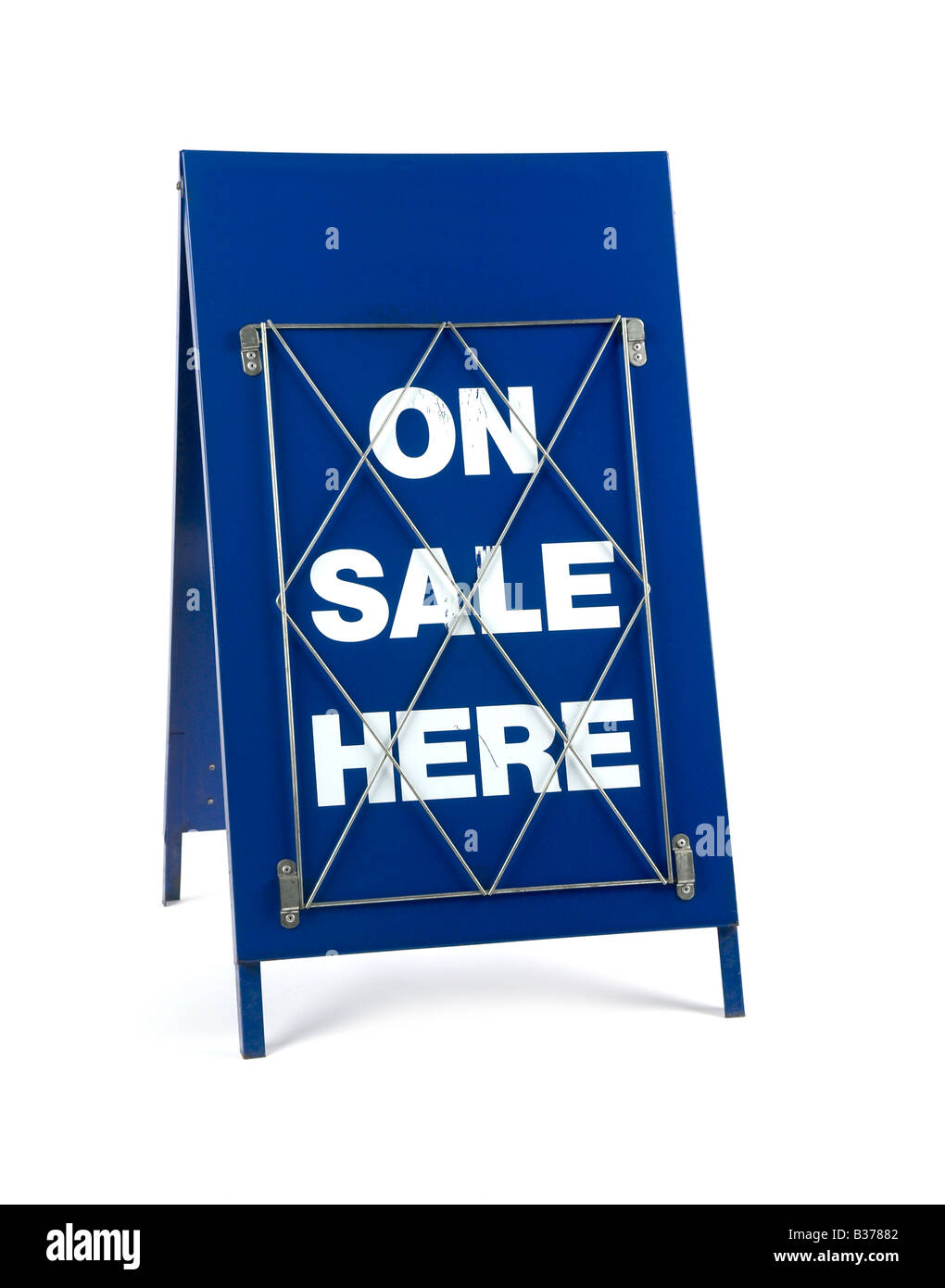 NEWS AGENTS BANNER HEADLINE 'A' BOARD ON SALE HERE - Stock Image