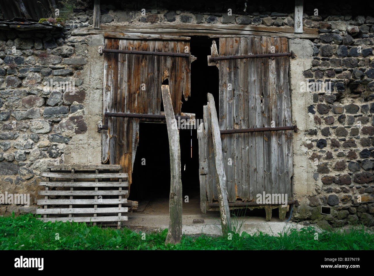 Broken Doors To A Derelict Barn In France   Stock Image