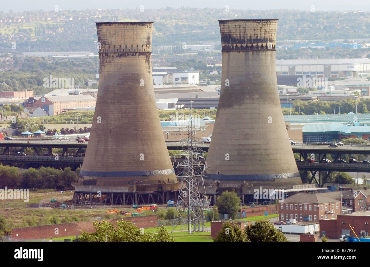 Tinsley cooling towers, Sheffield, South Yorkshire five days before they were demolished by E-ON UK power and energy - Stock Image