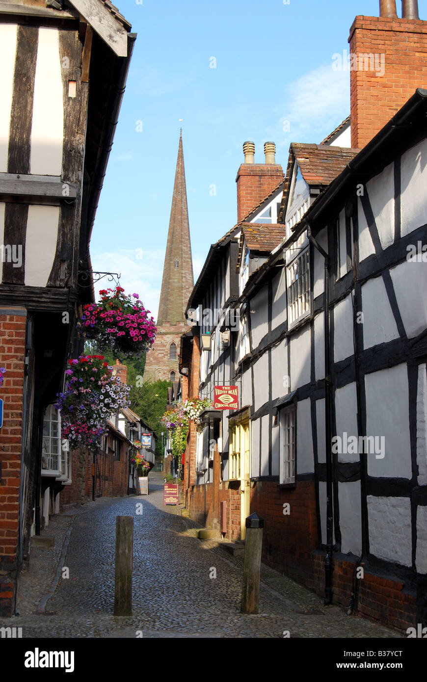 Narrow lane and Parish Church of St.Michaels, Church Lane, Ledbury, Herefordshire, England, United Kingdom - Stock Image