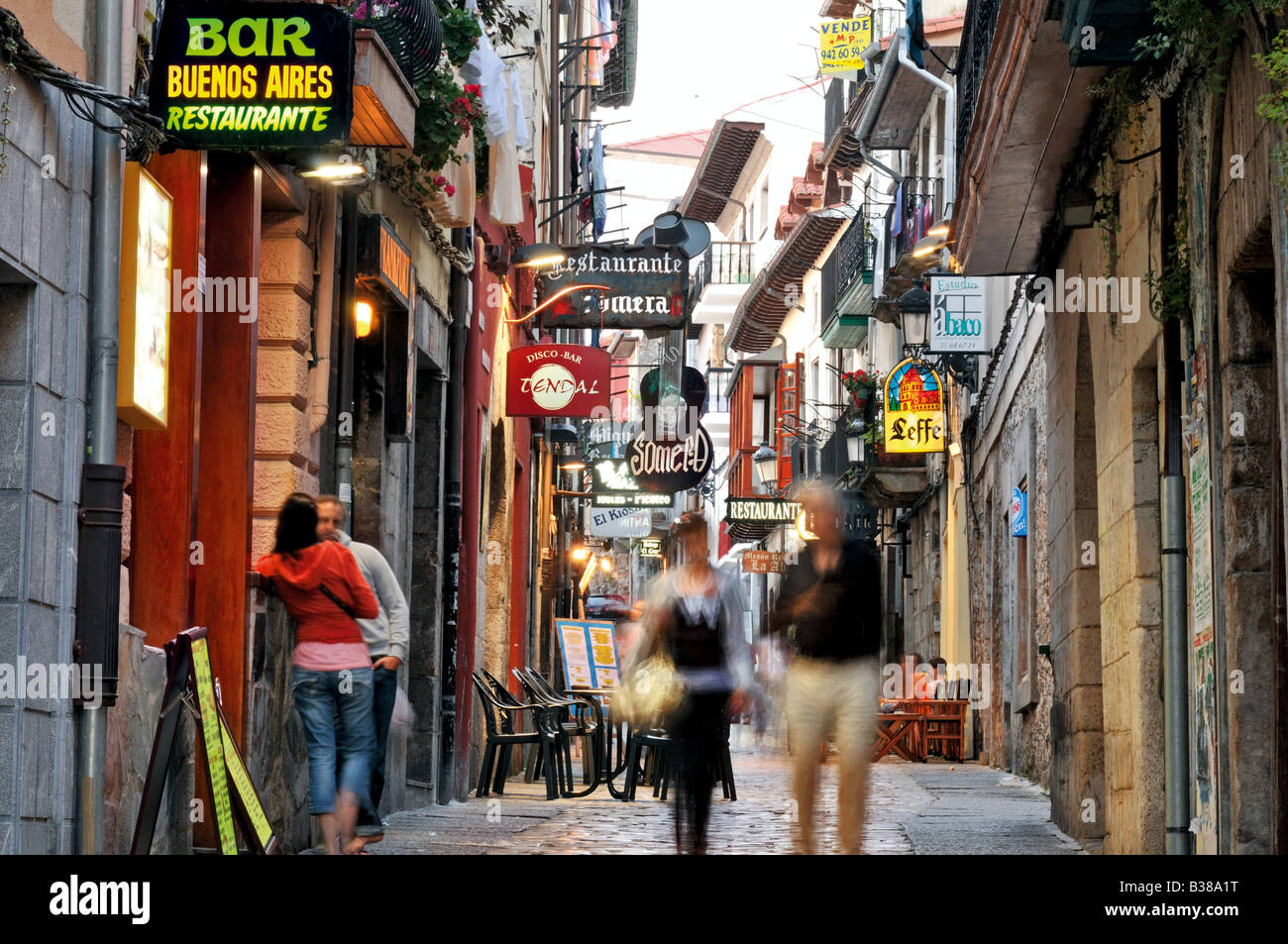 People walking in the Calle Ruamayor in the historic centre of Laredo - Stock Image