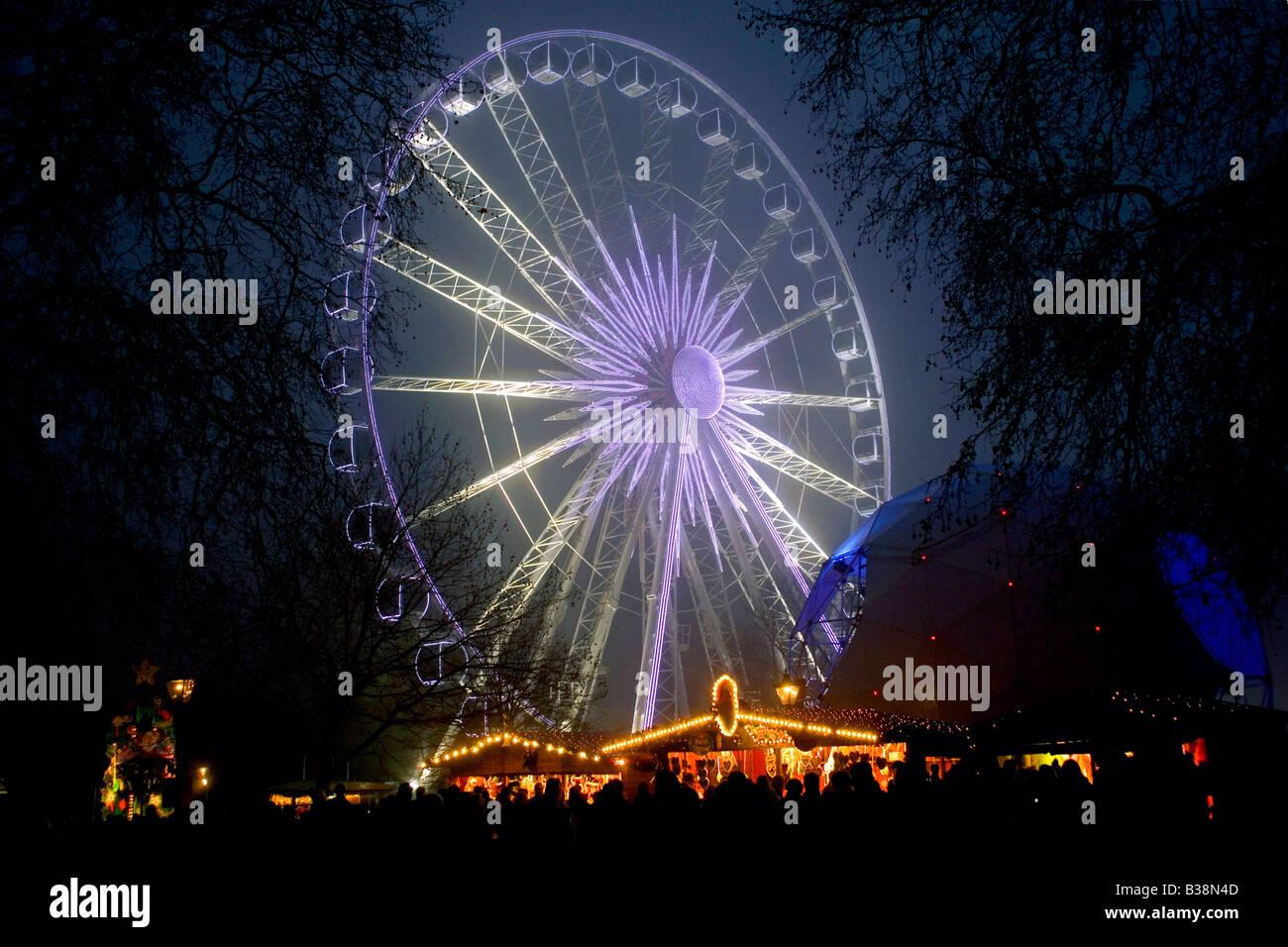 HYDE PARK LONDON CHRISTMAS TIME WINTER WONDERLAND CHRISTMAS MARKETS AND FUN FAIR RIDES - Stock Image