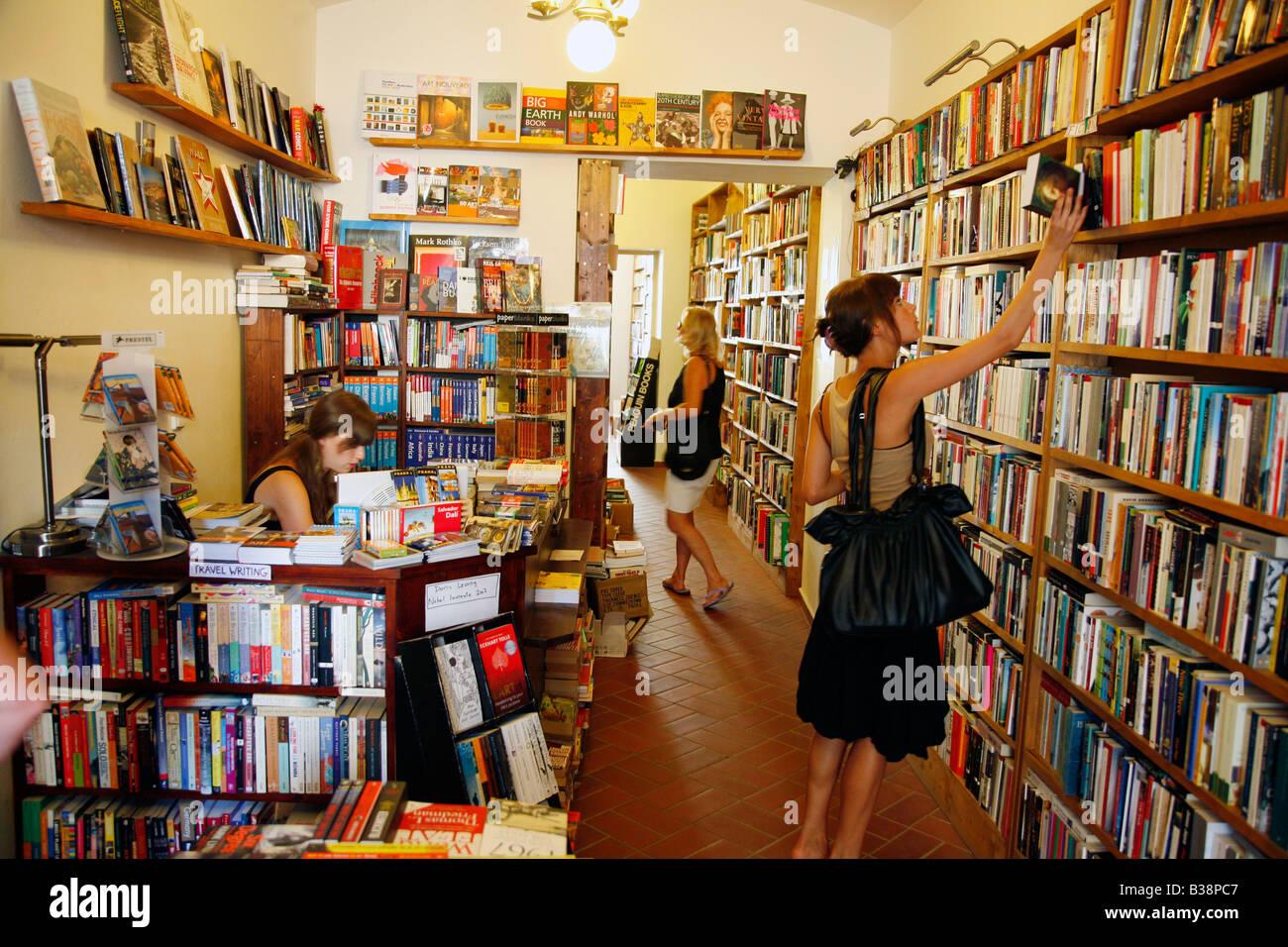 Aug 2008 - Shakespeare book shop at U lezickehu seminare 10 street Mala Strana Prague Czech Republic - Stock Image