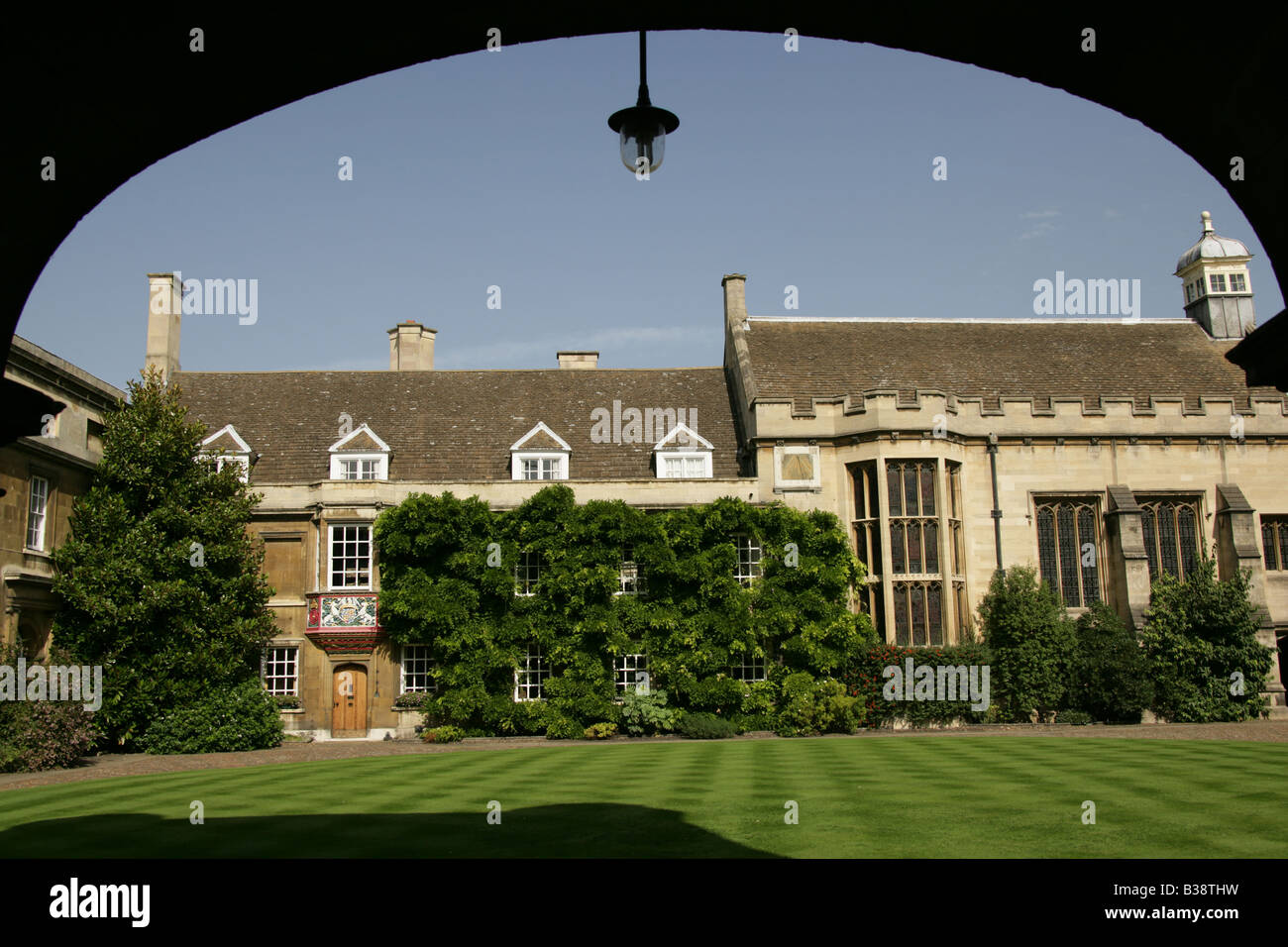City of Cambridge, England. First Court of Christ College Cambridge with the Master's Lodge framed by the Great - Stock Image