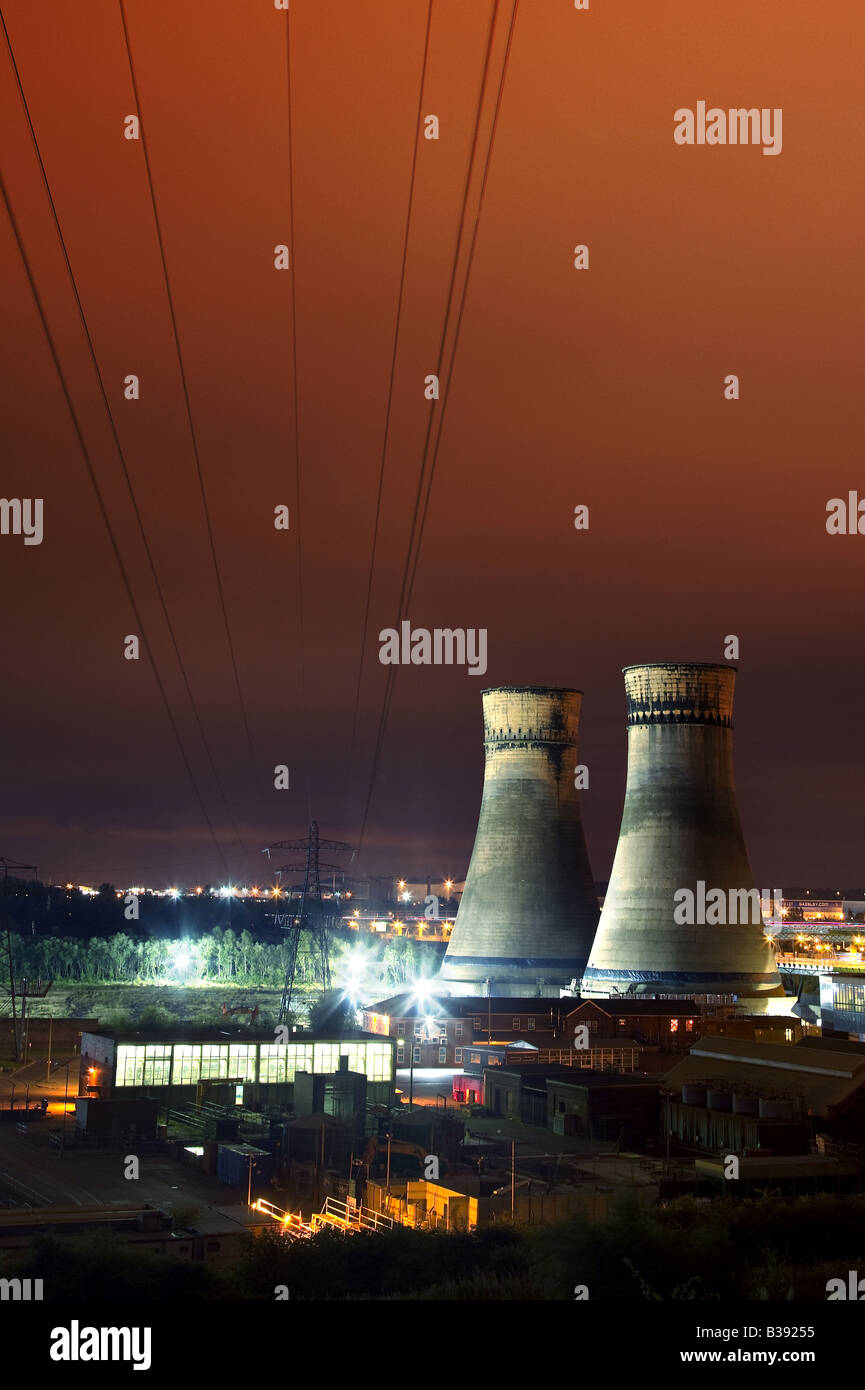Tinsley Cooling Towers sheffield before demolision August 2008 - Stock Image