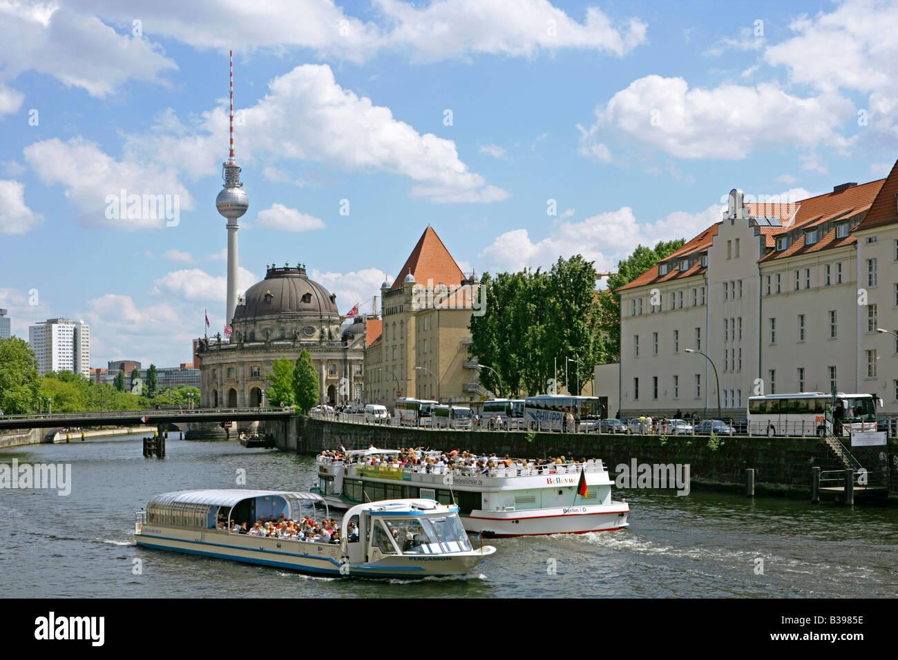 Deutschland, Berlin, Ausflugsboote auf der Spree, Germany trip boats on the river Spree Stock Photo