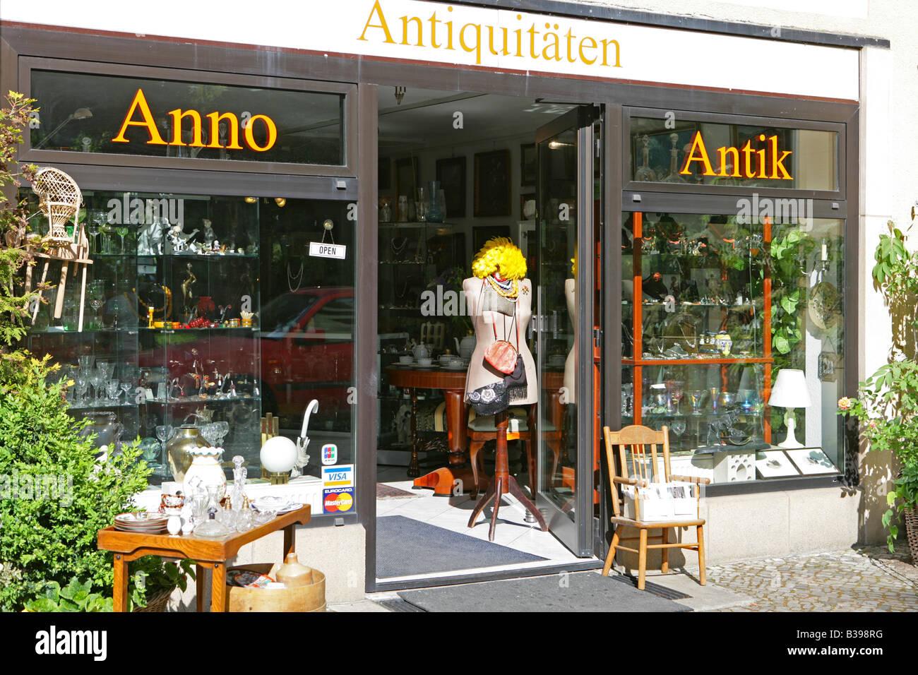 Deutschland, Berlin, Troedelladen im Nikolaiviertel, Nicholas Quarter in Berlin Germany - Stock Image