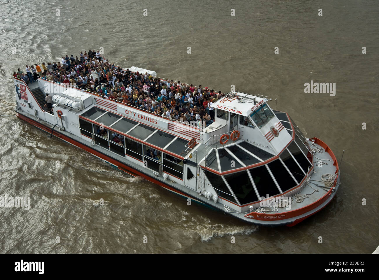 TOURISTS CRUSIE ON RIVER THAMES - Stock Image