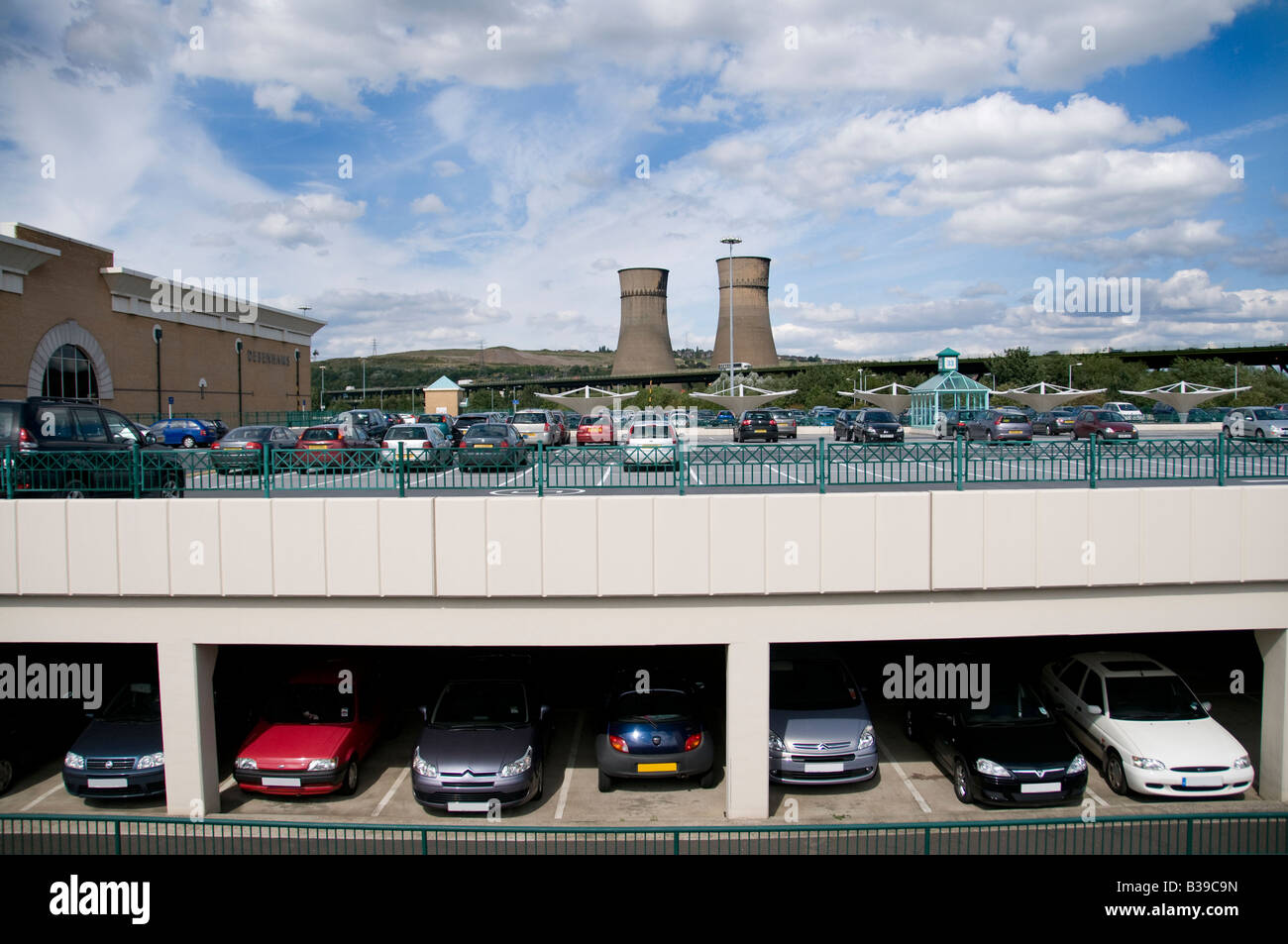Tinsley Cooling Towers taken from Meadowhall shopping centre, 12 hours before the Towers were demolished on 24 August - Stock Image