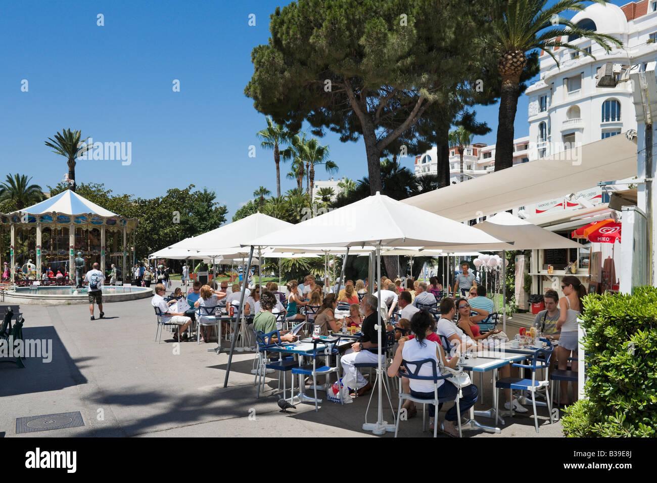Cafe on the Promenade de la Croisette, Cannes, Cote d'Azur, Provence, France - Stock Image