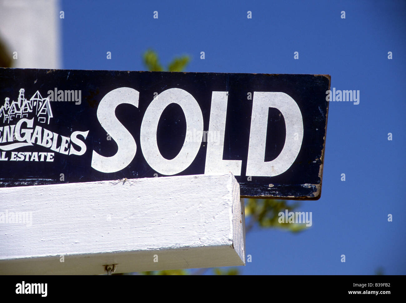 Real estate SOLD sign. economy mortgage realtor - Stock Image