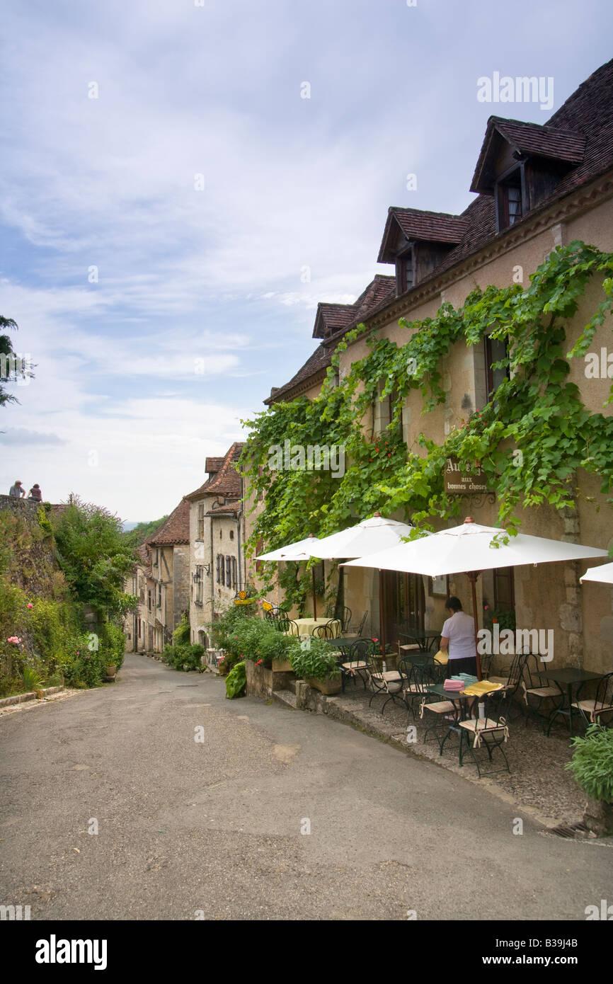 Historic clifftop village tourist attraction, St Cirq Lapopie, 46, Lot, Midi Pyrenees, France, Europe - Stock Image