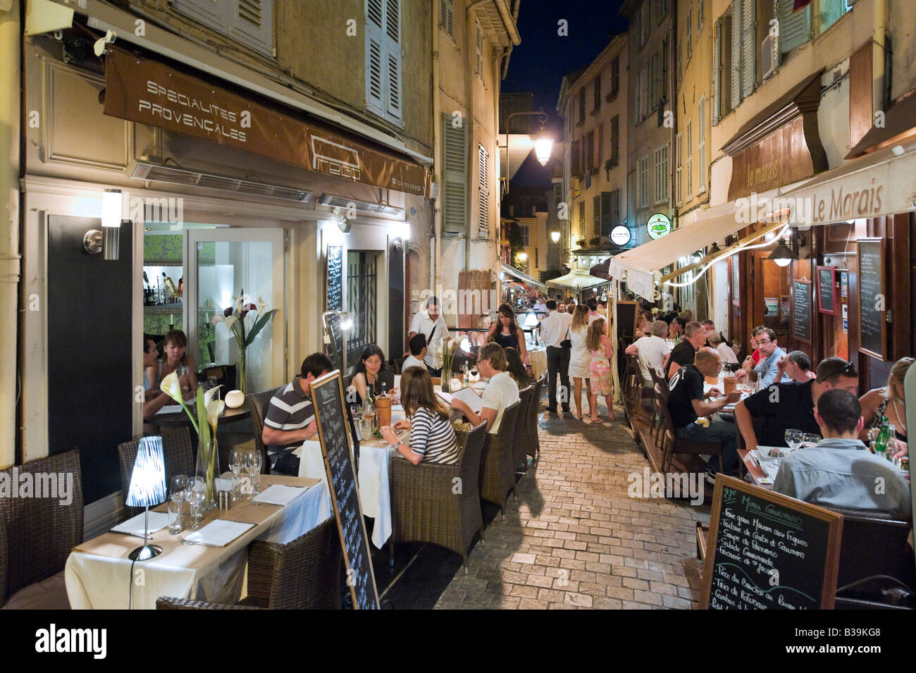 Resaurant on the Rue du Suquet in the old town (Le Suquet) at night, Cannes, Cote d'Azur, Provence, France - Stock Image