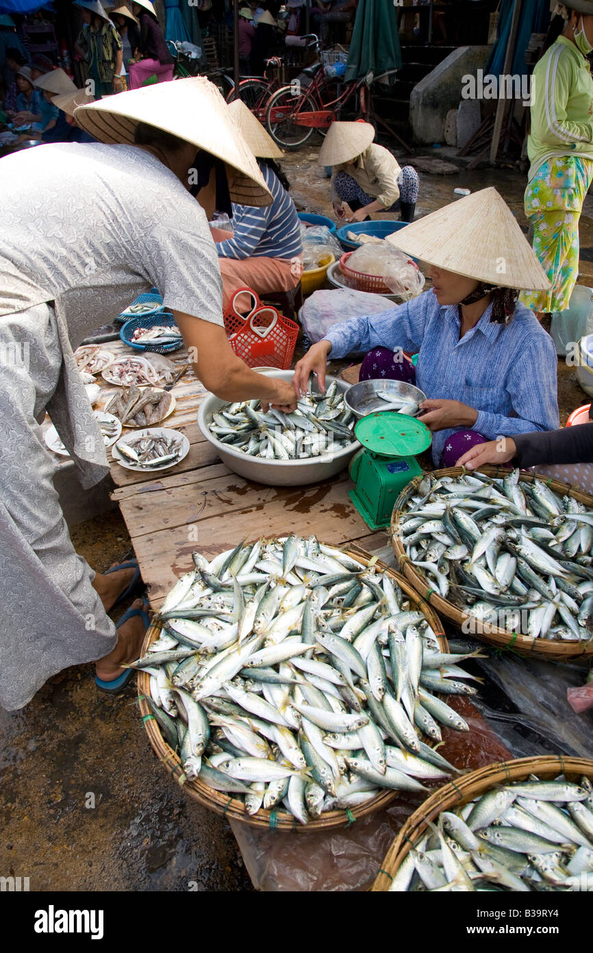 3436f3570c0 Vietnam Fish Market Stock Photos   Vietnam Fish Market Stock Images ...