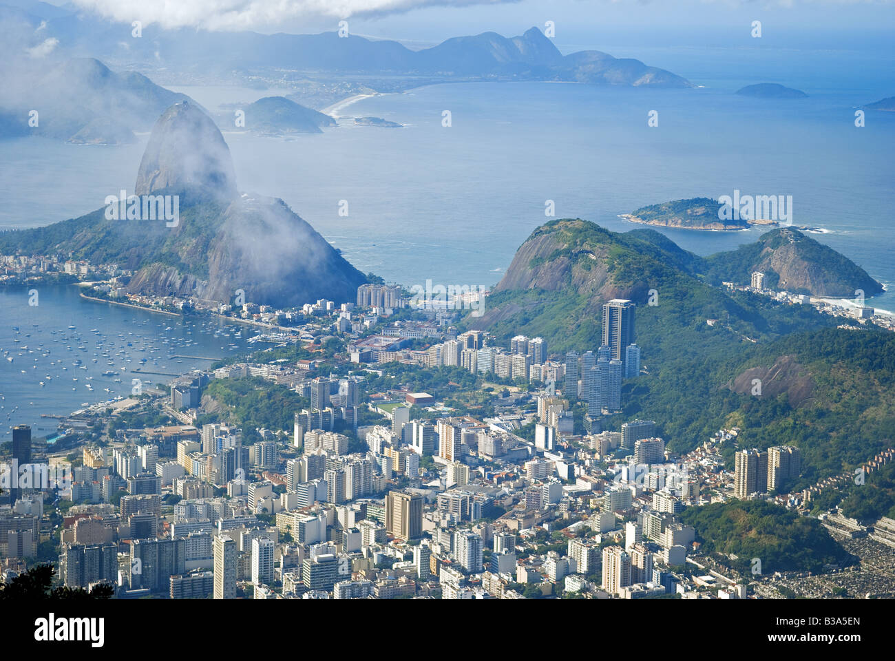 Scenic view of Rio de Janeiro and Sugar Loaf Mountain, Brazil. - Stock Image