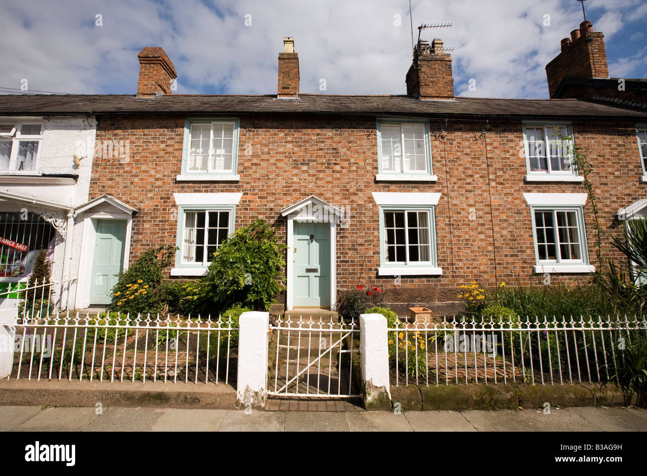 Terraced Houses Small Front Gardens High Resolution Stock Photography And Images Alamy