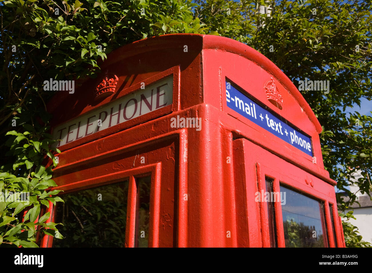 UK Cheshire Dunham on the Hill village phone box with email text phone sign - Stock Image