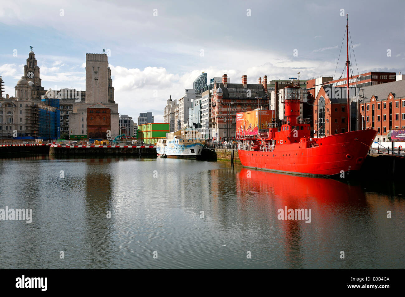 July 2008 - The red light ship at canning dock next to Albert dock with the Liver building in the background Liverpool - Stock Image