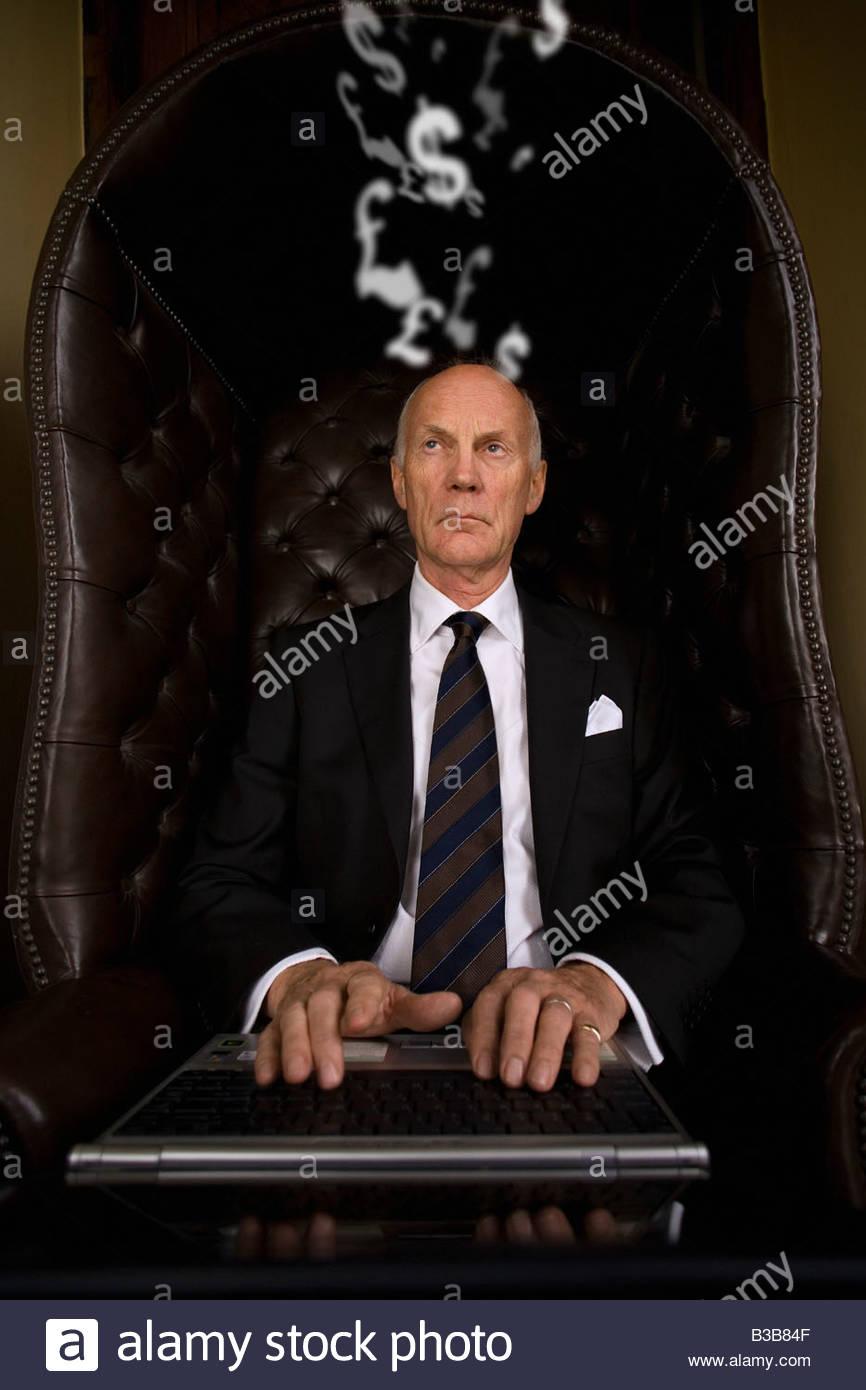 Businessman typing on laptop - Stock Image