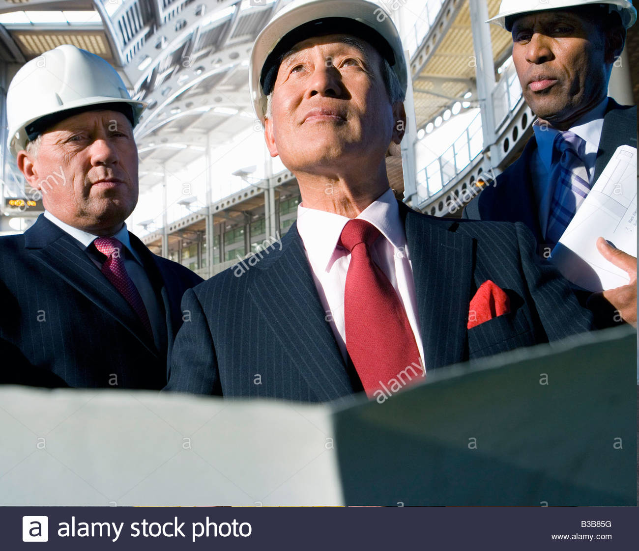 Businessmen inspecting construction site - Stock Image