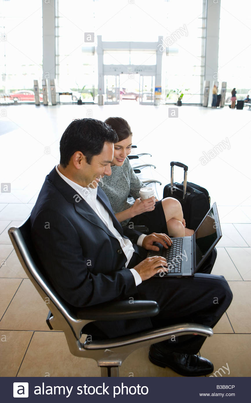 Businesspeople waiting in airport - Stock Image