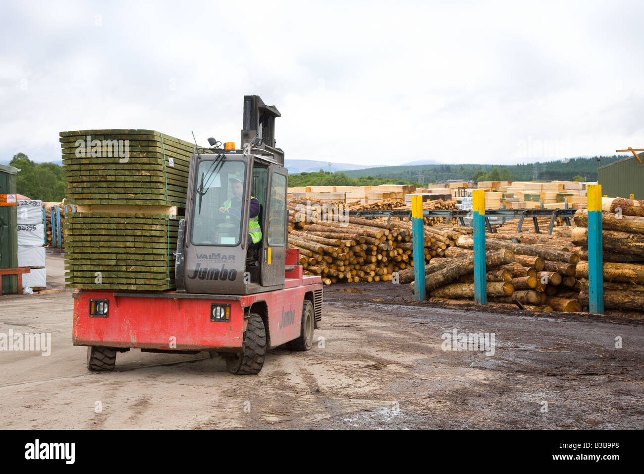 Valmar sideloader being used at BSW Timber, Scotland, UK - Stock Image