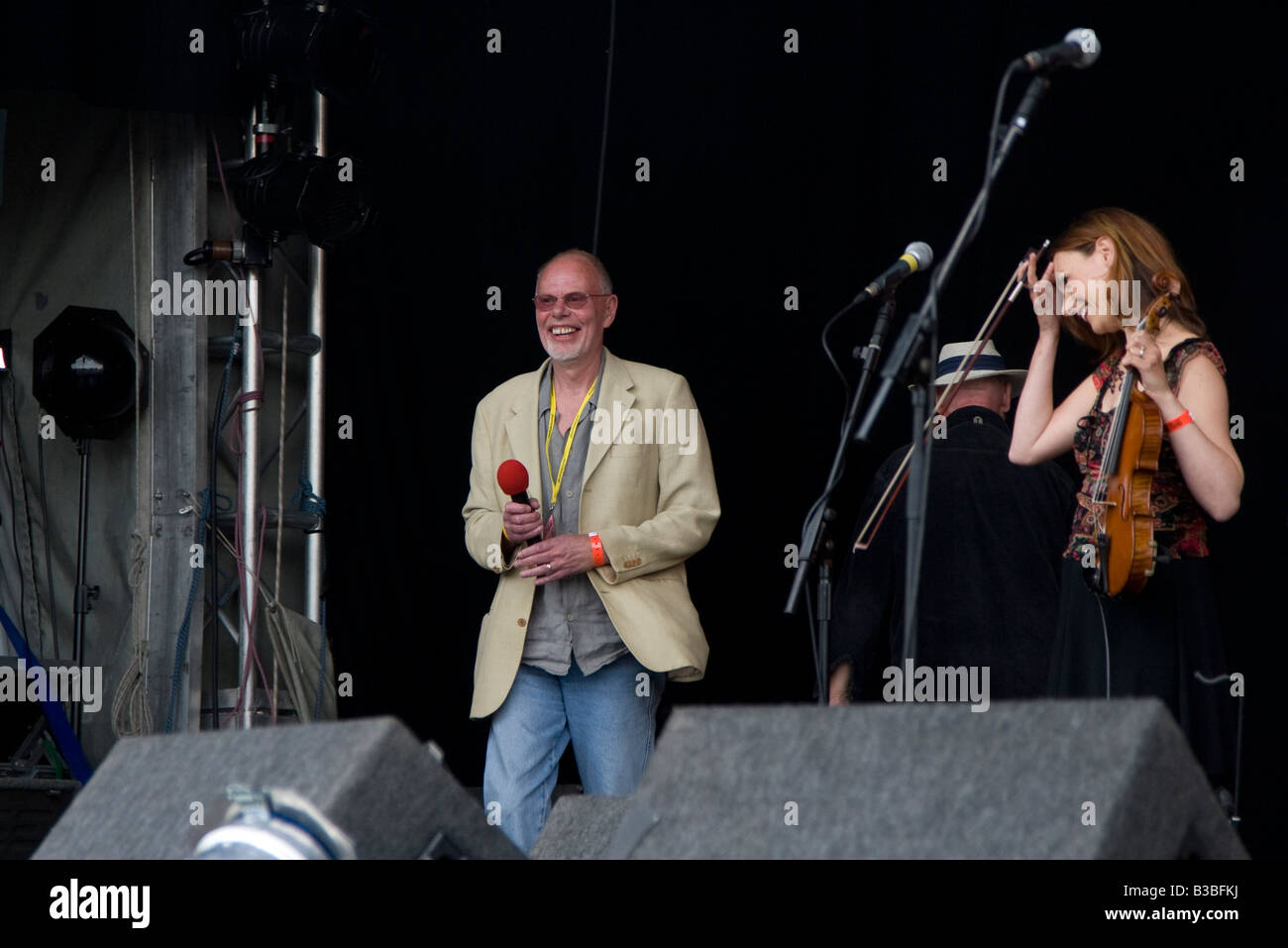 Bob Harris on stage about to introduce Stackridge at Fairport's Cropredy Convention music festival 2008 near - Stock Image