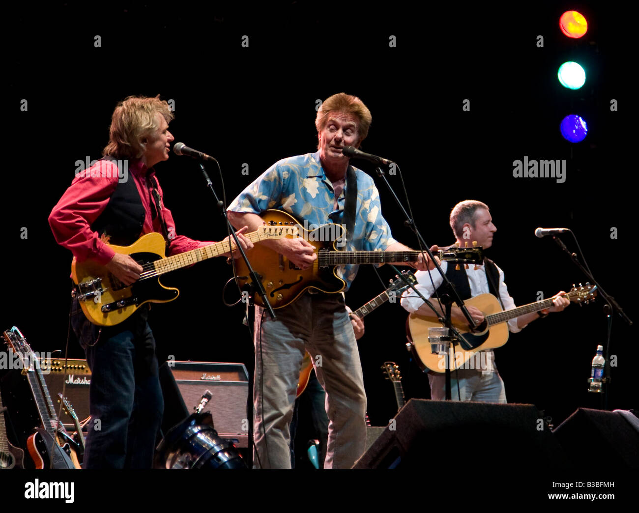 Joe Brown with special guest Dave Edmunds at Fairport's Cropredy Convention music festival 2008 near Banbury - Stock Image