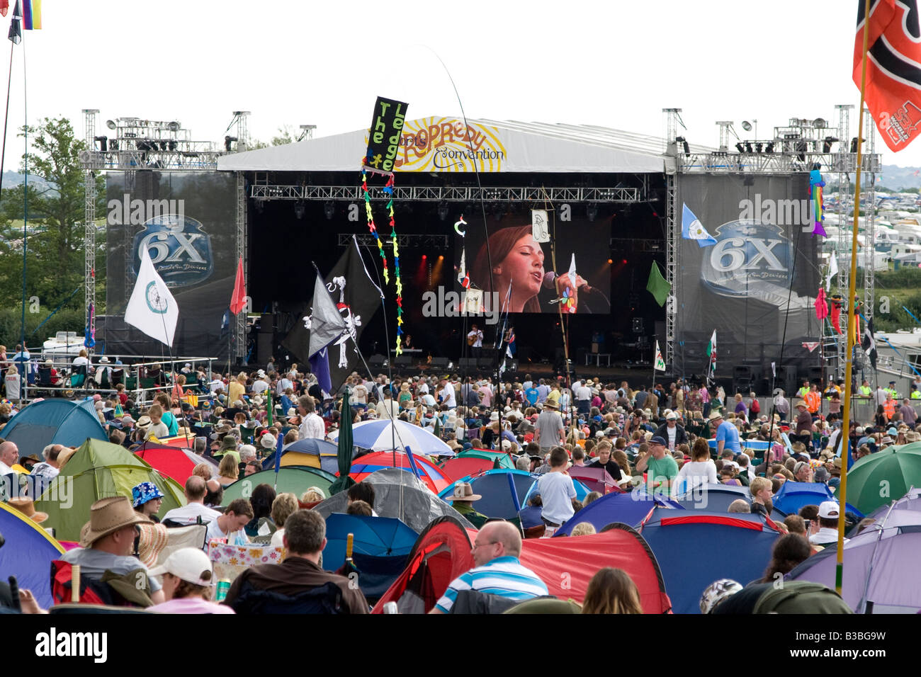 general view of crowd and stage Fairport's Cropredy Convention music festival 2008 near Banbury England UK - Stock Image
