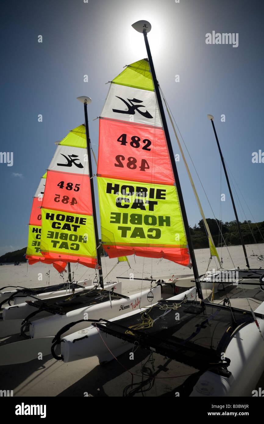 Type Hobie Cat catamarans at the Groix island (France). Voiliers catamarans de type Hobie Cat sur l'île - Stock Image
