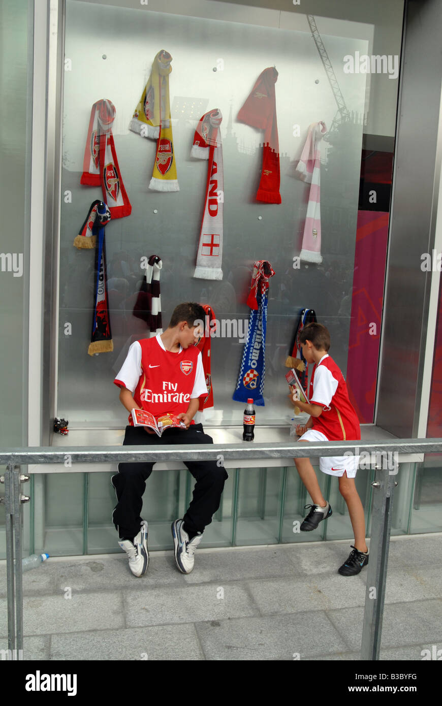 UK Children outside the shop at the Emirates Stadium after an Arsenal home game Photo Julio Etchart - Stock Image
