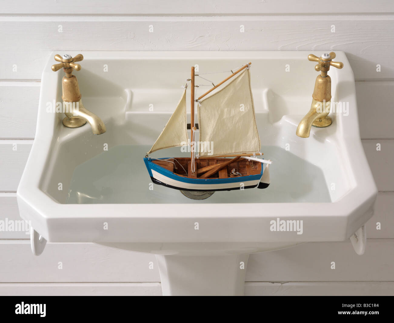 Wooden Sink Stock Photos & Wooden Sink Stock Images - Alamy