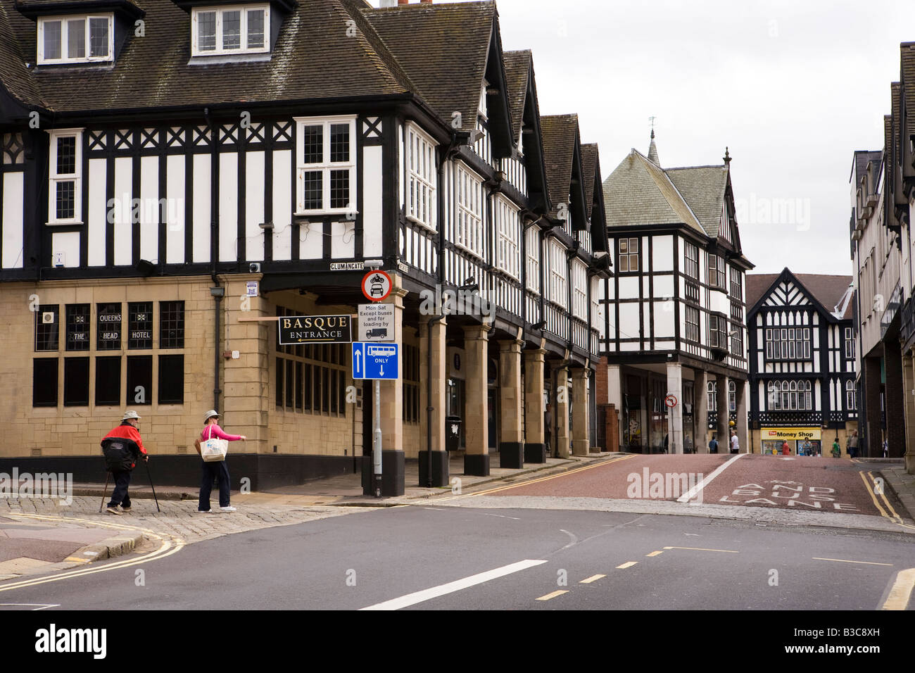 UK Derbyshire Chesterfield Knifesmithgate mock Tudor pre war buildings at Glumangate junction former Queens Head - Stock Image