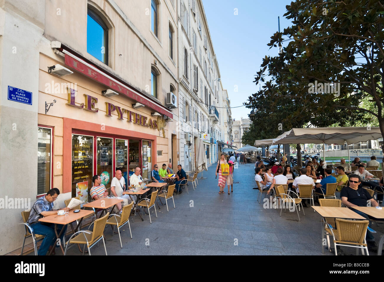 Cafe bar in the place du general de gaulle vieux port district stock photo 19327571 alamy - Restaurant le vieux port marseille ...
