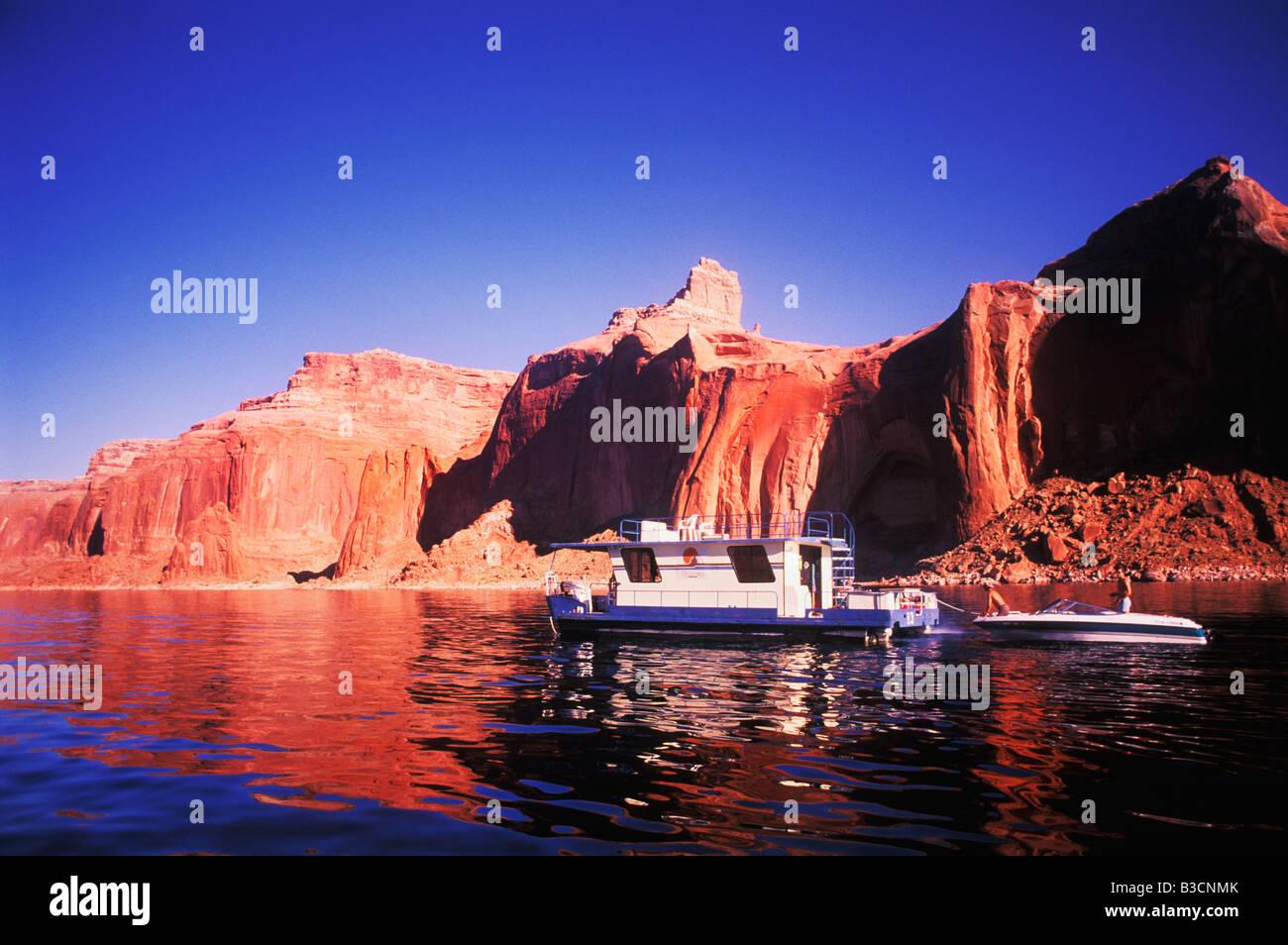 Houseboat On Lake Powell Arizona Stock Photo 19334803 Alamy