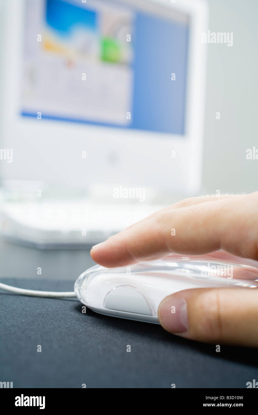 Man using computer mouse, close-up - Stock Image