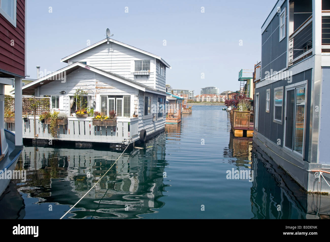 Victoria inner harbour house boat float homes british for Home builders in canada