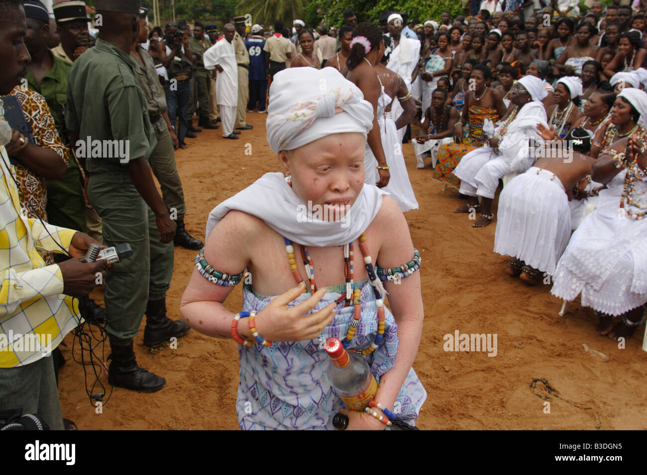 African albino woman during Voodoo ceremony in Aneho, Togo. - Stock Image