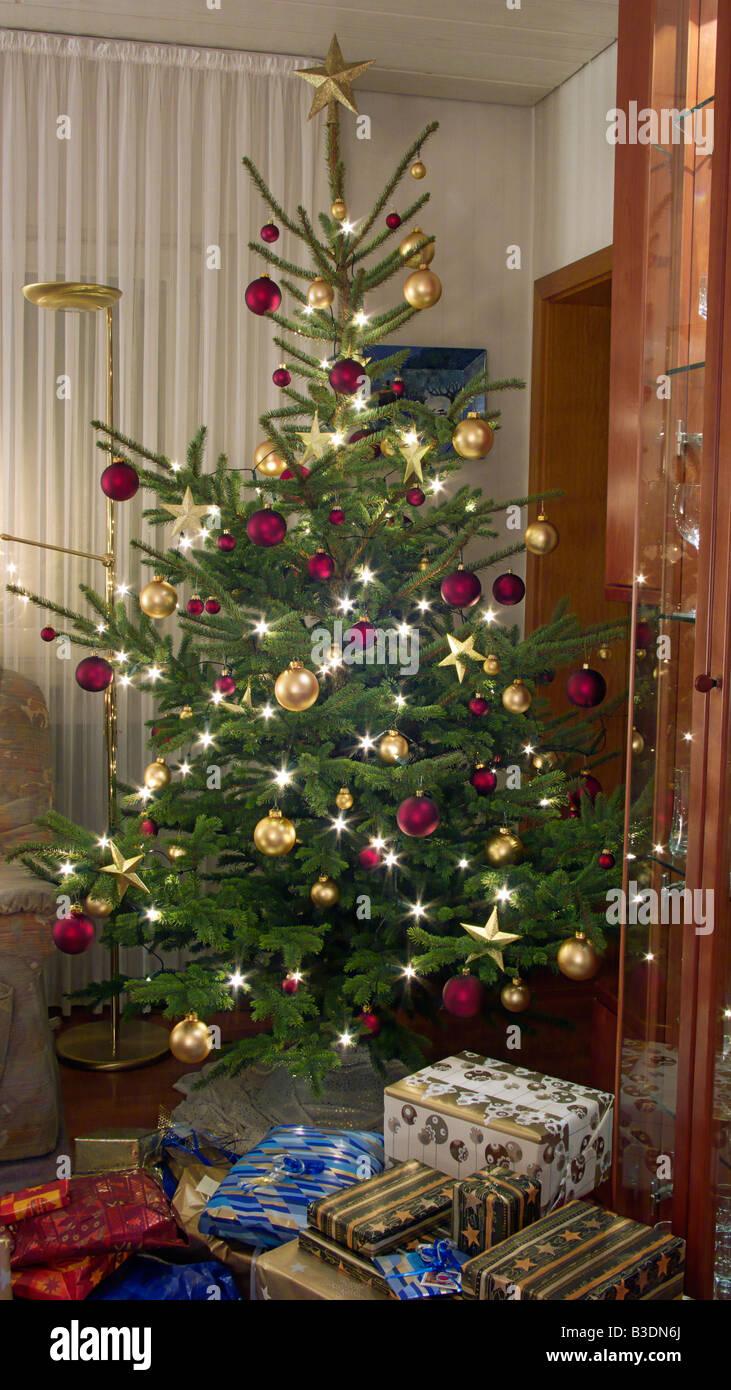 Otto Christbaumkugeln.Christmas Advent Season Festive Decorated Christmas Tree