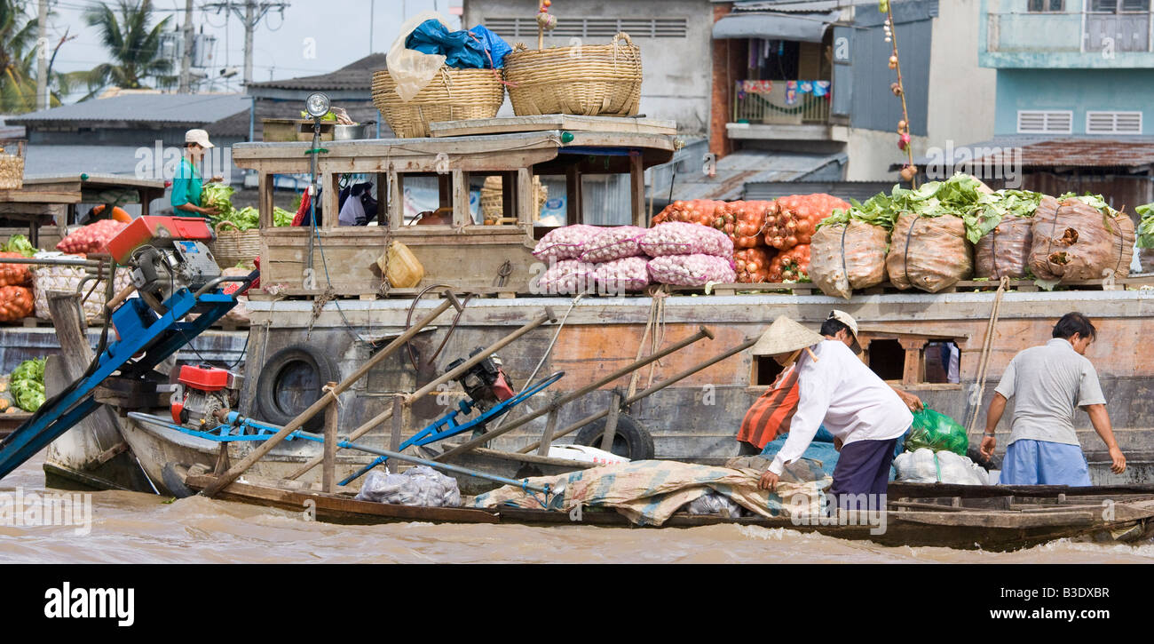 Trading at a floating market in the Mekong Delta, Vietnam - Stock Image