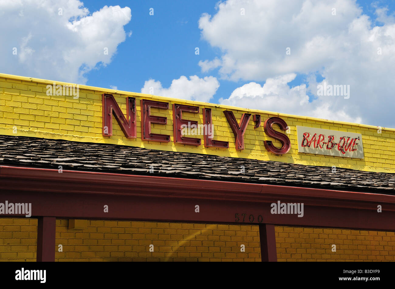 Exterior of Neely's Bar-B-Que Restaurant in Memphis, Tennessee, United States, North America. - Stock Image