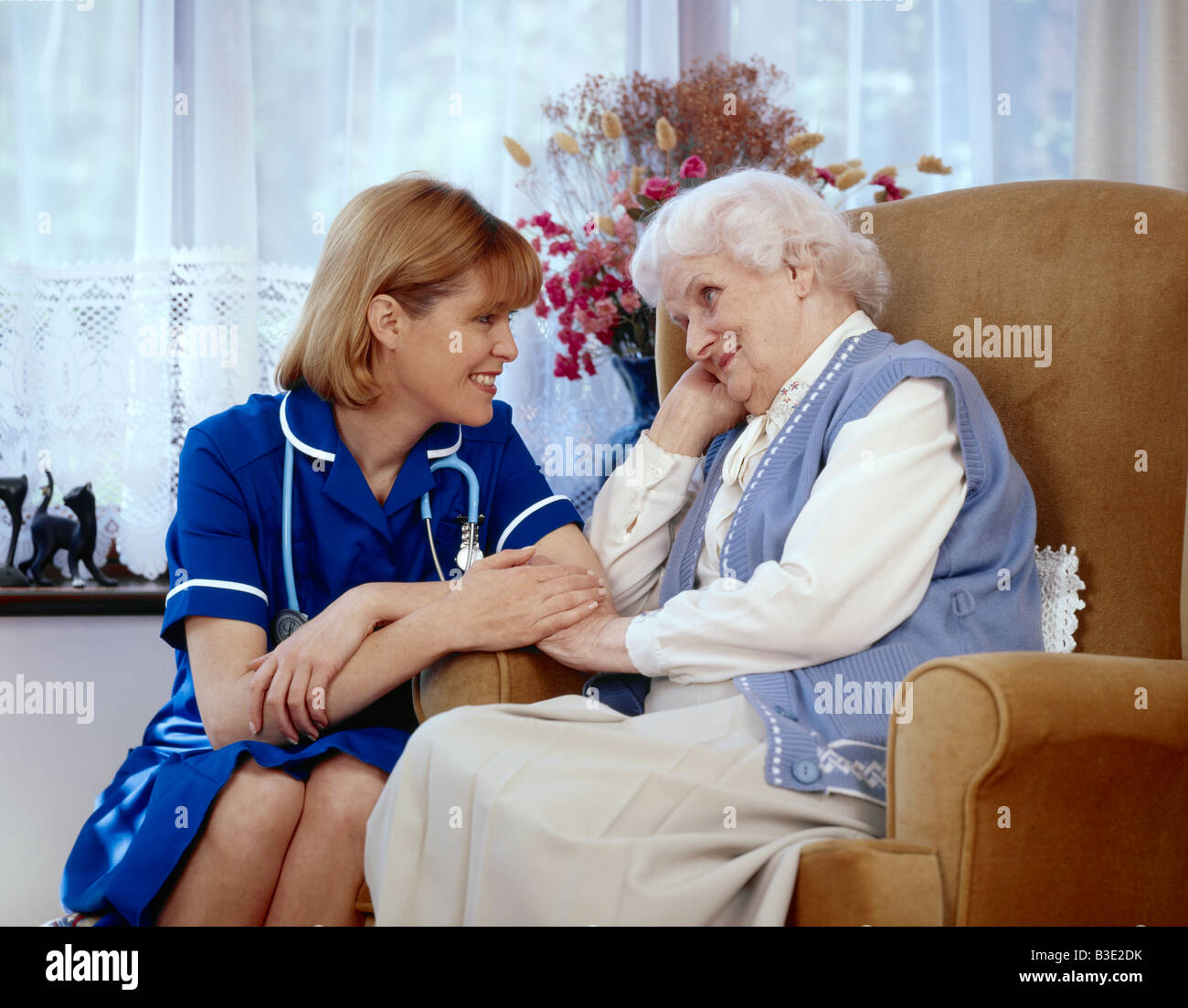 Nurse with elderly lady at home - Stock Image