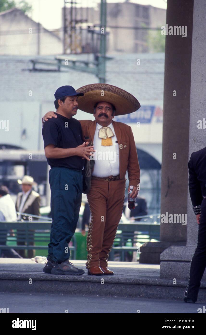 Mariachi player with his arm around a friend in Plaza Garibaldi, Mexico City - Stock Image