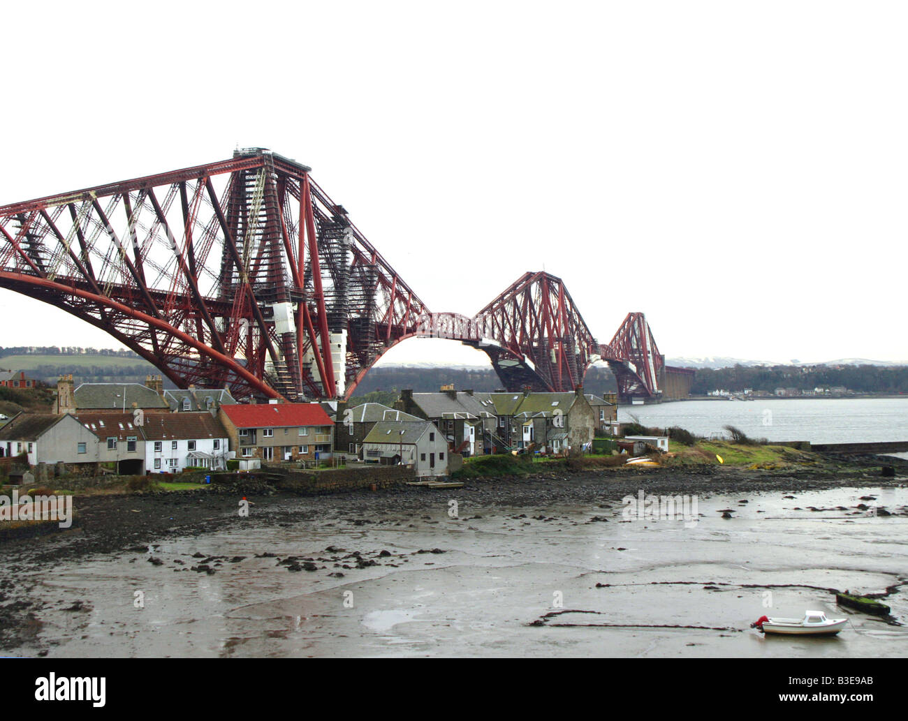 The 2.5 km. (1.5 mile) Forth Railway Bridge, the world's first major steel bridge, with its gigantic girder spans - Stock Image