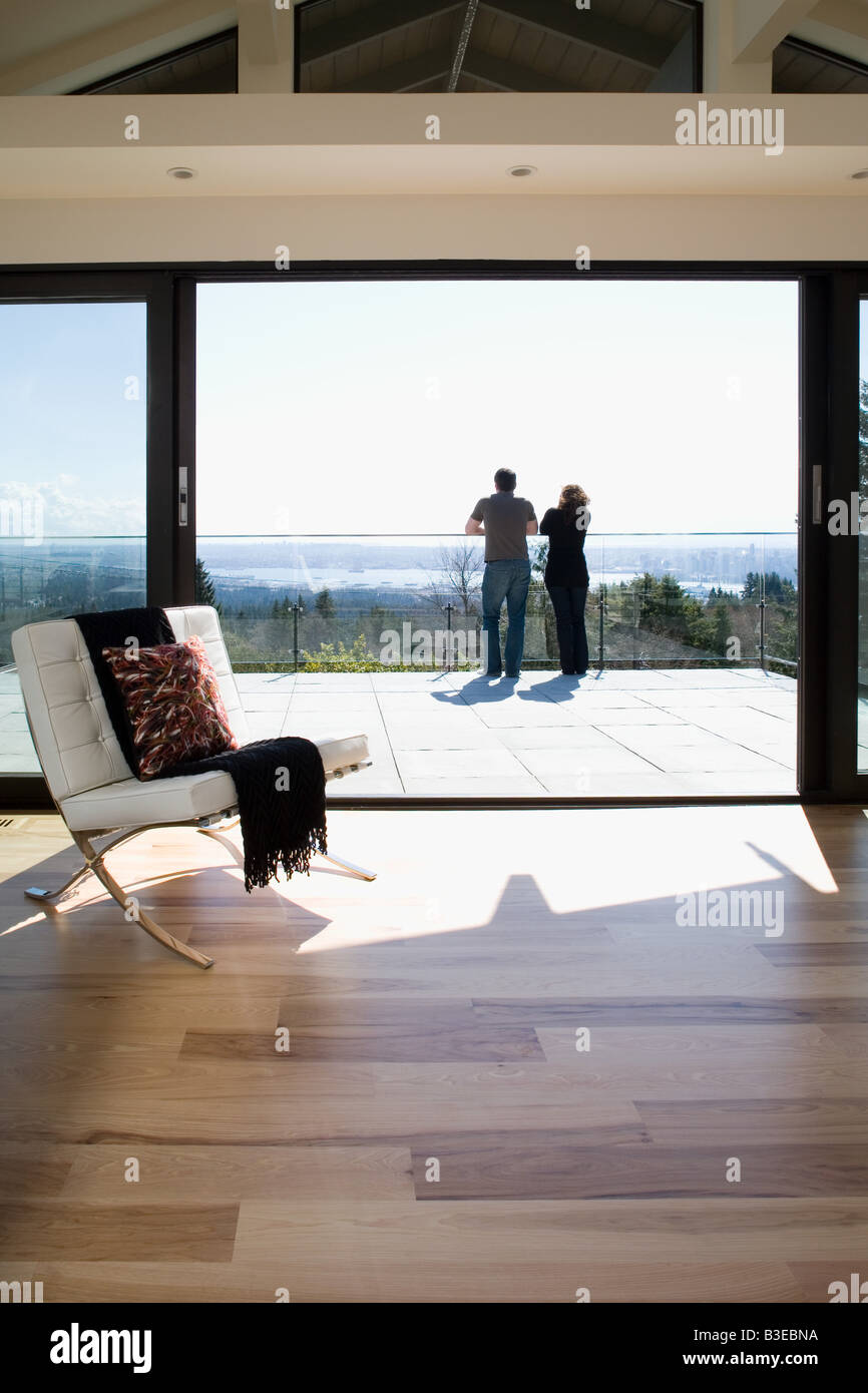 Couple on balcony - Stock Image
