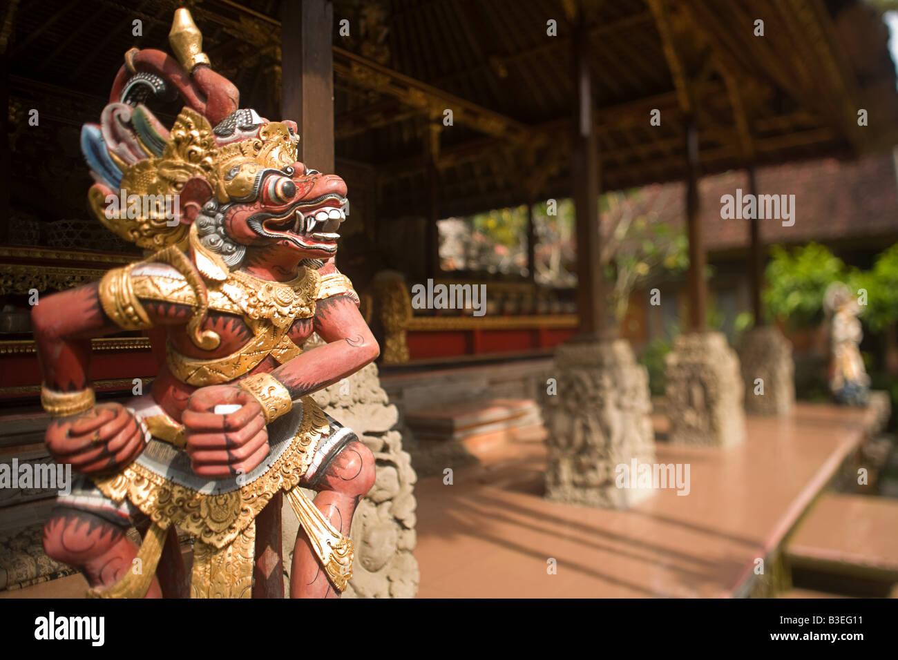 Statue at ubud palace - Stock Image