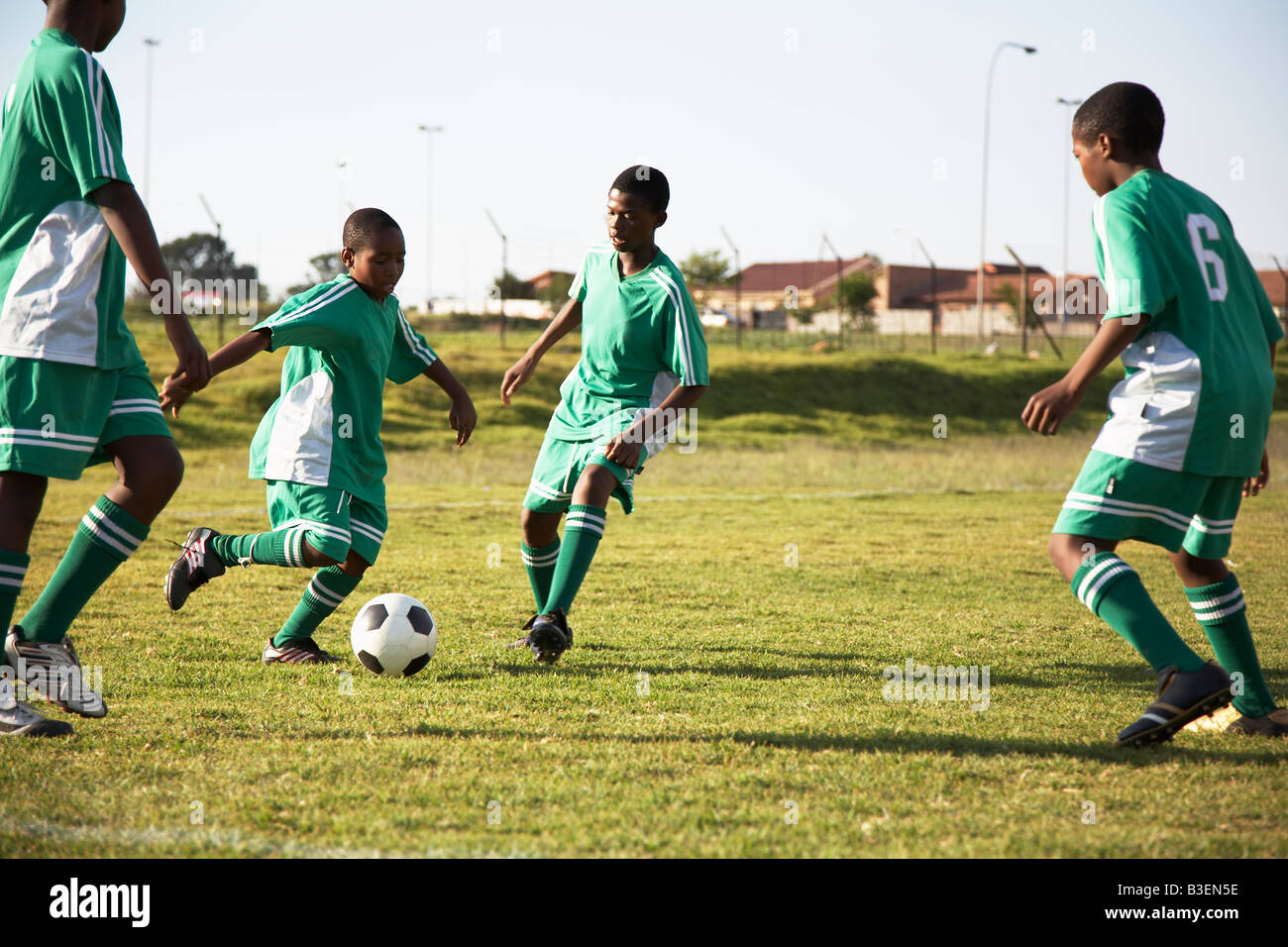 13MA-035 © Monkeyapple  aFRIKA Collection  Great Stock !  Young team playing soccer - Stock Image